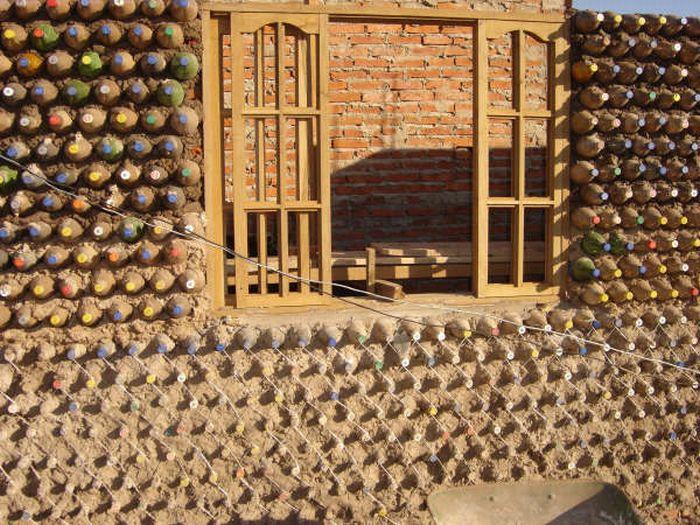 Сделать дом из пластиковых бутылок